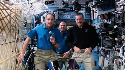 The International Space Station crew (L-R) John Pettit, Andre Kuipers and Dan Burbank, looking blissfully unaware of the bacteria all around them (February 20, 2012, Reuters/Mike Munden)