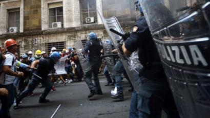 High school bullied: Police clash with students in Italy (VIDEO, PHOTOS)