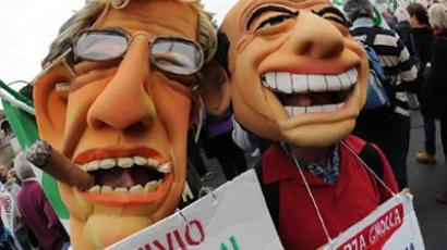 Demonstrators wearing masks of Italian Prime Minister Silvio Berlusconi (R) and the leader of the Northern League Umberto Bossi on November 5, 2011 in Rome (AFP Photo / Andreas Solaro)