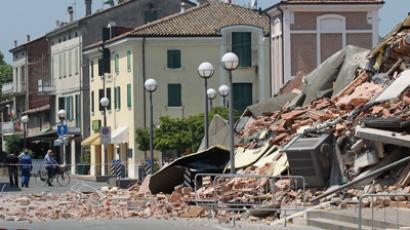 A damaged building is seen in Cavezzo near Modena May 29, 2012 (Reuters/Giorgio Benvenuti)