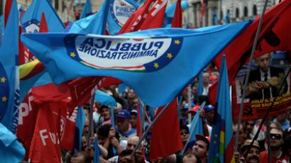 Public service workers demonstrate in central Rome on September 28, 2012 (AFP Photo / Filippo Monteforte)