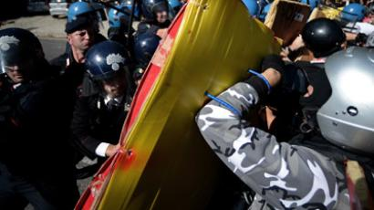 Students clash with riot police during a demonstration in downtown Rome on October 5, 2012 against austerity deep cut. (AFP Photo/Filippo Monteforte)