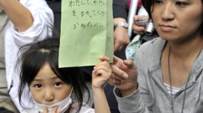 Japan, Tokyo: May 23, 2011. A girl holding her petition to ask the education ministry to protect children from radioactive contamination at Fukushima prefecture. (AFP Photo / Yoshikazu Tsuno)