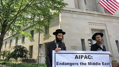 United States, Washington : WASHINGTON - MAY 23: Rabbi Dovid Feldman of Monsey, New York, and Rabbi Alter Wagshal of Montreal, Canada, protest against the American Israel Public Affairs Committee (AIPAC) outside Department of Justice May 23, 2011 in Washington, DC (AFP Photo / Alex Wong)
