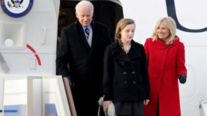 US Vice President Joe Biden (L) comes out of a plane with his wife Jill (R) and granddaughter Finnegan (C), after landing at Vnukovo International Airport, outside Moscow on March 8, 2011 (AFP Photo / Alexandr Nemenov)