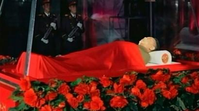 The body of North Korean leader Kim Jong-il lies in state at the Kumsusan Memorial Palace in Pyongyang on December 20, 2011 (Reuters / Reuters TV)