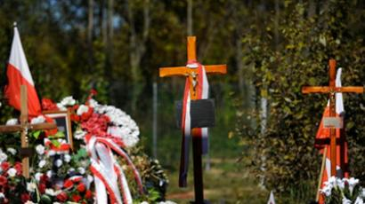 Crosses are seen during a memorial service for the victims of the crash of a Polish presidential jet in which President Lech Kaczynski and all 95 other passengers were killed in April 2010, at the Smolensk airdrome (AFP Photo / Natalia Kolesnikova)