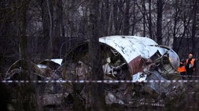 Russian rescuers workers attend the site where a Polish government Tupolev Tu-154 aircraft crashed on April 10, near Smolensk airport on April 11, 2010 (AFP Photo / Natalia Kolesnikova)