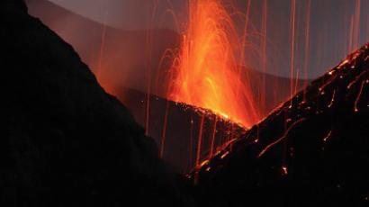 New Year's fireworks Italian style: first Etna eruption in 2012 (VIDEO)