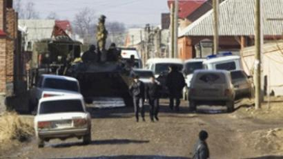 Russian servicemen at the scene of the shootout in Nazran (AFP Photo / Kazbek Basayev)