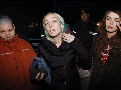 FEMEN activists Inna Shevchenko (center) and Oksana Shachko (right) and Aleksandra Nemchinova (left) speaking to journalists in the town of Yelsk in the Gomel region (RIA Novosti / Egor Eryomov)