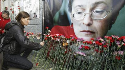 Flowers laid near the site where Anna Politkovskaya was killed. October 7, 2009 (RIA Novosti / Sergey Sevastiyanov)