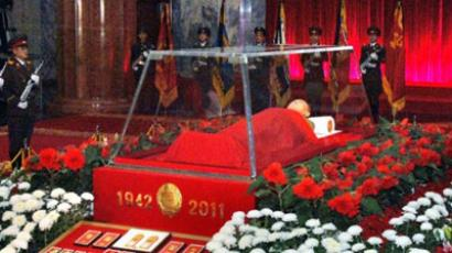 The body of North Korean leader Kim Jong Il lies in state in a galss coffin at the Kumsusan Memorial Palace in Pyongyang on December 20, 2011 (AFP Photo / KCNA via KNS)