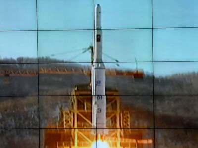 This picture received from North Korea's official Korean Central News Agency (KCNA) on December 12, 2012 shows the rocket Unha-3, carrying the satellite Kwangmyongsong-3, being monitored on a large screen at a satellite control center in Cholsan county, North Pyongan province in North Korea. (AFP Photo/KCNA via KNS)