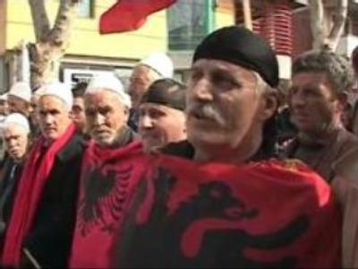 Kosovo's Albanians rally for independence