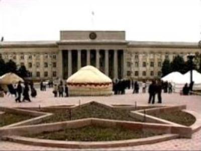 "Kyrgyz opposition presented ""new Constitution"" to Government"