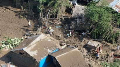 Shanties damaged by flash floods brought by Typhoon Washi (Sendong) in Cagayan De Oro city, southern Philippines December 18, 2011(Reuters / Stringer Philippines)