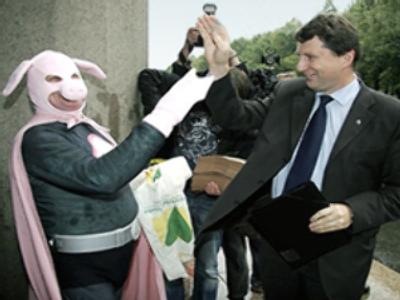 Latvia's Minister for the Environment greets Pig Man