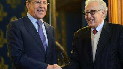 Russian Foreign Minister Sergei Lavrov (L) shake hands with UN-Arab League peace envoy Lakhdar Brahimi as they arrive for talks in Moscow, on December 29, 2012 (RIA Novosti / Kirill Kudryavtsev)