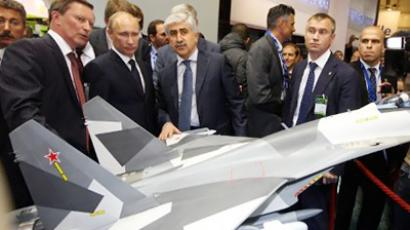 Vladimir Putin (2ndL) visits the space dedicated to Russia at the Paris International Air Show at the Le Bourget airport (AFP Photo / Pool Pierre Verdy)