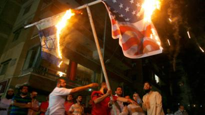 Lebanese Muslim demonstrators burn the US (R) and Israeli flags during a protest against a film mocking Islam in Abra, east of Sidon, on September 13, 2012 (AFP Photo / Mahmoud Zayyat)