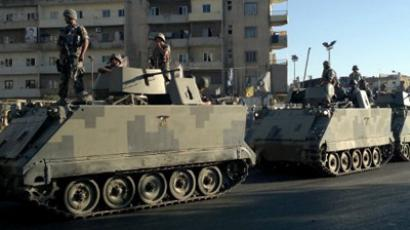 Tripoli : Lebanese army commandos stand on armoured personnel carriers (APC) in the Lebanese northern port city of Tripoli on August 22, 2012, as fighting continues between pro- and anti-Damascus regime supporters. (AFP Photo / STR)