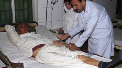 Paramedic staff provide medical treatment to a victim of a missile attack in the tribal region, at a local hospital in Dera Ismail Khan March 26, 2009 (Reuters / Mustansar Baloch)