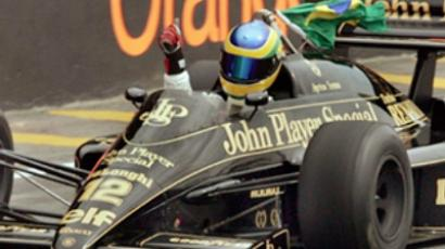 Brazilian race driver Bruno Senna powers an old Lotus model 24 October, 2004  (AFP Photo / Orlando Kissner)