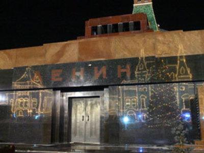 Lenin's body on the crossroad
