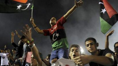 Libyans celebrate with their new flag at Martyrs Square in Tripoli on September 1, 2011 (AFP Photo / FRANCISCO LEONG)
