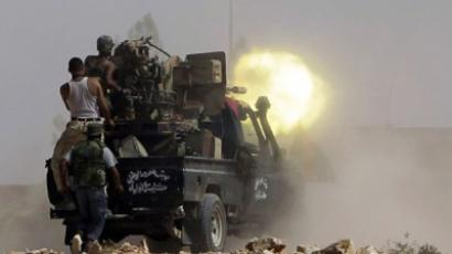 Fighters loyal to Libya's new leaders fire their artillery during clashes with pro-Kadhafi armed men in the city of Bani Walid, southeast of Tripoli on September 16, 2011 (AFP Photo / Joseph Eid)