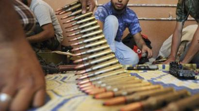 Libya, Ben Jawad : Rebel fighters prepare ammunitions in Ben Jawad, some 120 kilometers of Sirte, on August 30, 2011. (AFP Photo / Eric Feferberg)