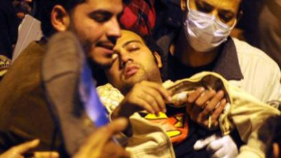 Protesters block government headquarters in Cairo