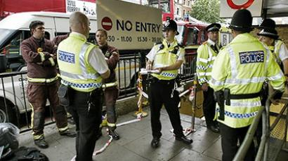 London : Police officers stand at King's Cross in London a day after a bomb blast 08 July 2005. (AFP Photo / Philippe Huguen)
