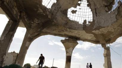 Libyan men inspect the destroyed shrine of revered cleric Sidi al-Hammali in Sirte's main cemetery (AFP Photo / Joseph Eid)