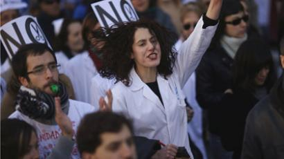 Demonstrators protest against the local government's plans to cut spending on public health care in Madrid December 9, 2012. (Reuters/Susana Vera)