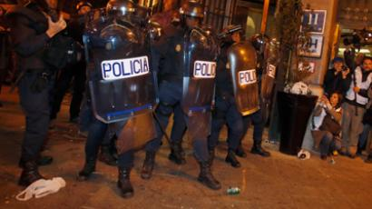 Riot police take positions during clashes with protestors at the end of a demonstration against the government's austerity measures at Neptuno Square in Madrid, September 29, 2012  (Reuters / Sergio Perez)