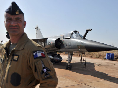 A French air force pilot stands near Mirage jets of the French army at the 101 airbase near Bamako during a visit of Malian president to the French troops on January 16, 2013. (AFP Photo/Issouf Sanogo)