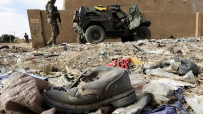 French soldiers patrol near the abandoned house where they fround and defused a homemade bomb containing 600 kilos (1,300 pounds) of explosives on February 13, 2013 in the centre of northern Mali's largest city Gao.( AFP Photo / Pascal Guyot)