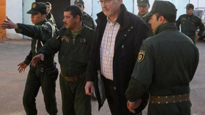 Algerian Gendarmes escort a freed Norwegian hostage Oddvar Birkedal (C) at a police station in In Amenas January 19, 2013. (Reuters / Louafi Larbi)