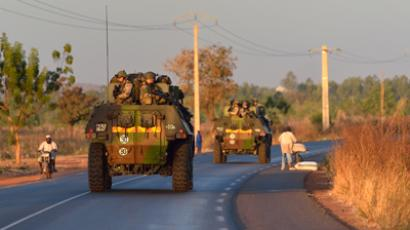 "French army soldiers stand on armoured vehicles as they leave Bamako and start their deployment to the north of Mali as part of the ""Serval"" operations on January 15, 2013 (AFP Photo / Eric Feferberg)"