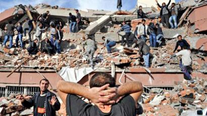 Turkey quake caught on CCTV (VIDEO)