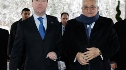 Russian President Dmitry Medvedev (L) meets with Palestinian president Mahmud Abbas (R) in Sochi on January 26, 2010 (AFP Photo / RIA Novosti / Kremlin Pool / Dmitry Astakhov)