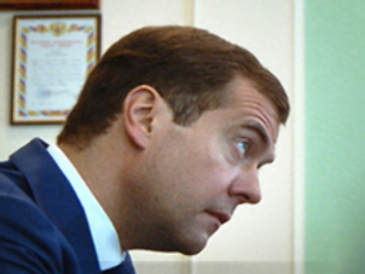 Medvedev presented with fake art