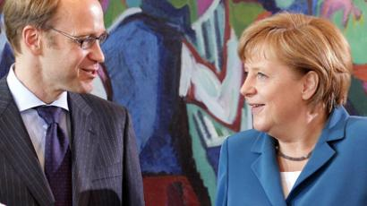 German Chancellor Angela Merkel (R) speaks with President of the German Federal Bank (Deutsche Bundesbank) Jens Weidmann before the cabinet meeting in Berlin. (AFP Photo / Wolfgang Kumm Germany out)