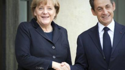 French President Nicolas Sarkozy (R) shakes hand with German Chancellor Angela Merkel prior to a working lunch at the Elysee Palace in Paris on December 5, 2011 to thrash out details of a plan to save the euro at the start of a crucial week for the single currency (AFP Photo / Lionel Bonaventure)