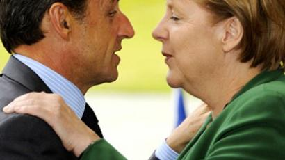 German Chancellor Angela Merkel greets French President Nicolas Sarkozy on July 20, 2011 in the courtyard of the Chancellory in Berlin (AFP Photo / Odd Andersen)