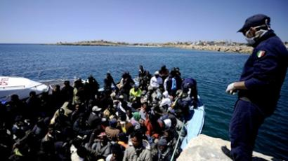 A boat of more 200 people arriving from Libya arrives on the italian island of Lampedusa on April 9, 2011 (AFP Photo / Filippo Monteforte)