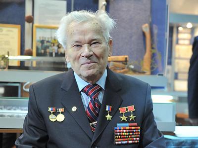 Famous armorer Mikhail Kalashnikov. (RIA Novosti / Ruslan Krivobok)