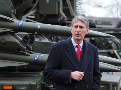 Defence Secretary Philip Hammond stands in front of a Rapier System ground-to-air missile launcher during a visit to RAF Waddington near Lincoln, England, to observe a London 2012 Olympic Games air security training exercise, codenamed Exercise Taurus Mountain 2 (AFP Photo / Andrew Yates)
